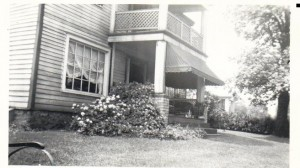 Jackman T Stockdale home in background of Thomas Poe Home ca 1910 (Frances and John Finley Collection)