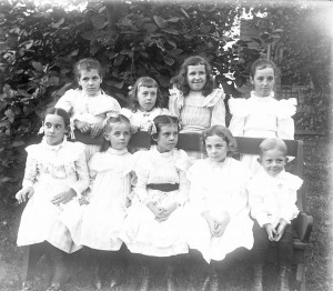 Lillian m Poe with eight children ca 1900 GPN