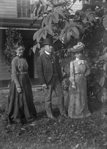 Theodore Poe with two ladies ca 1900 GPN